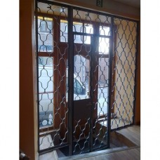Aizsardzības restes ar durvīm